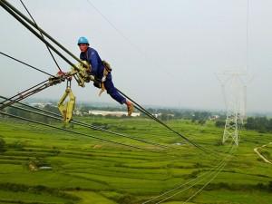 新疆昌吉-安徽古泉±1100千伏特高压直流输电线路河南段进入架线施工阶段 (7)