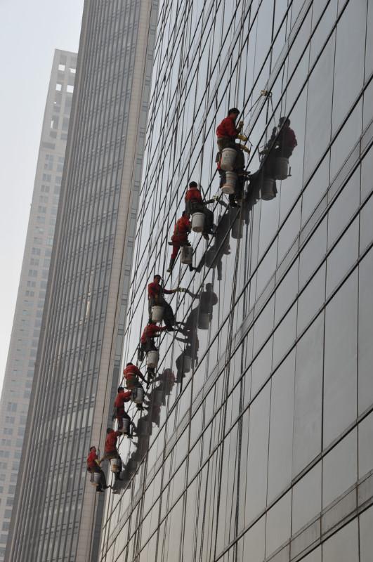 青岛工程外墙清洗 幕墙清洗 青岛专业清洗外墙公司